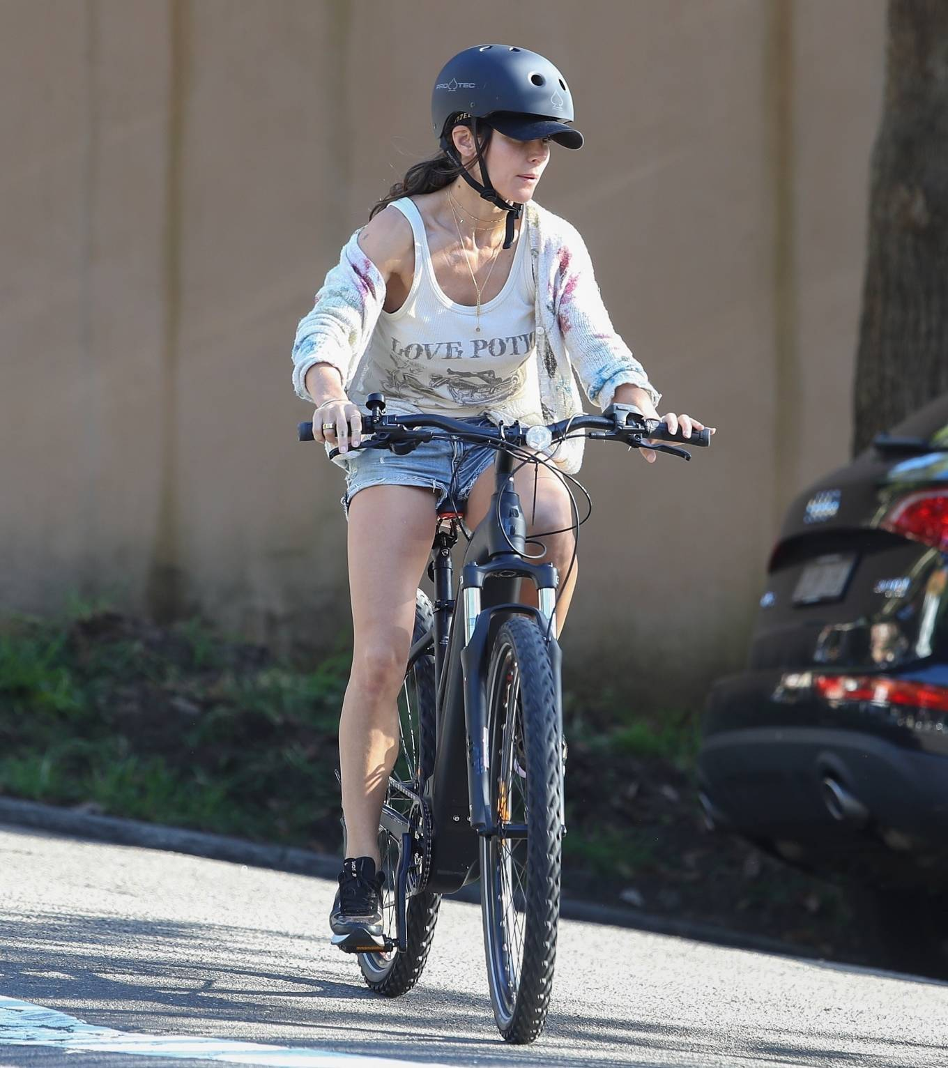 Elsa Pataky 2021 : Elsa Pataky – Out for a bike ride in Sydney-22