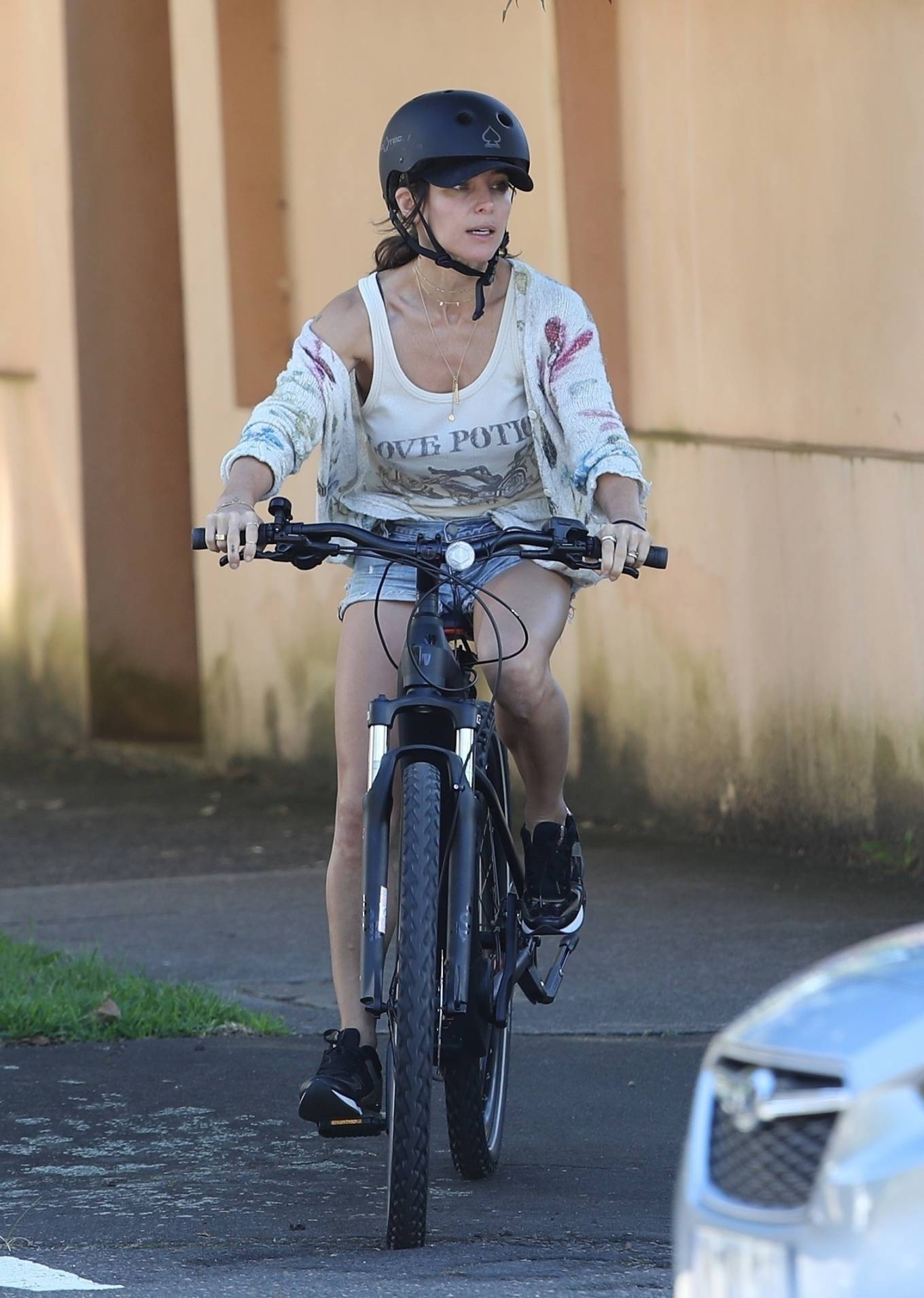 Elsa Pataky 2021 : Elsa Pataky – Out for a bike ride in Sydney-28
