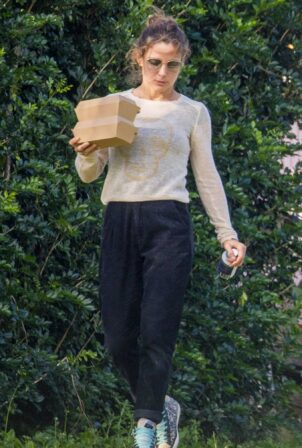 Elsa Pataky - out for lunch in Byron Bay