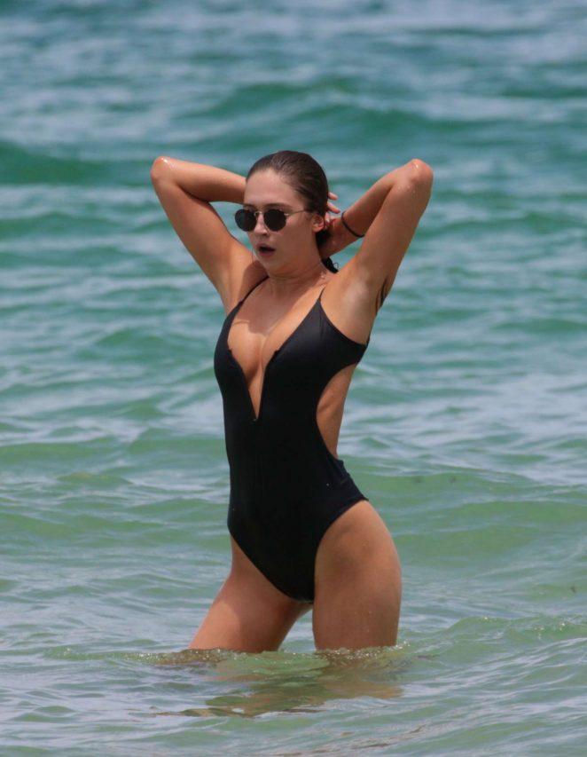 Elsie Hewitt in Black Swimsuit 2017 -16