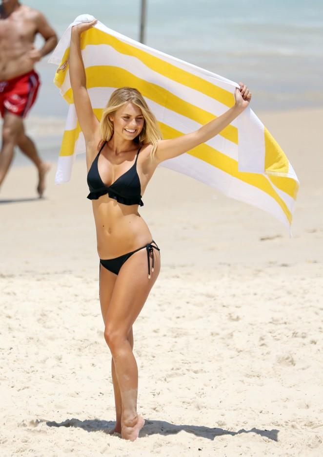 Elyse Knowles in Bikini -08