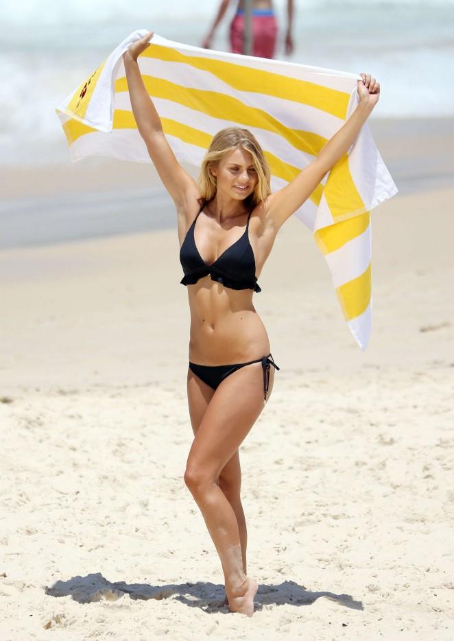Elyse Knowles in Bikini -12