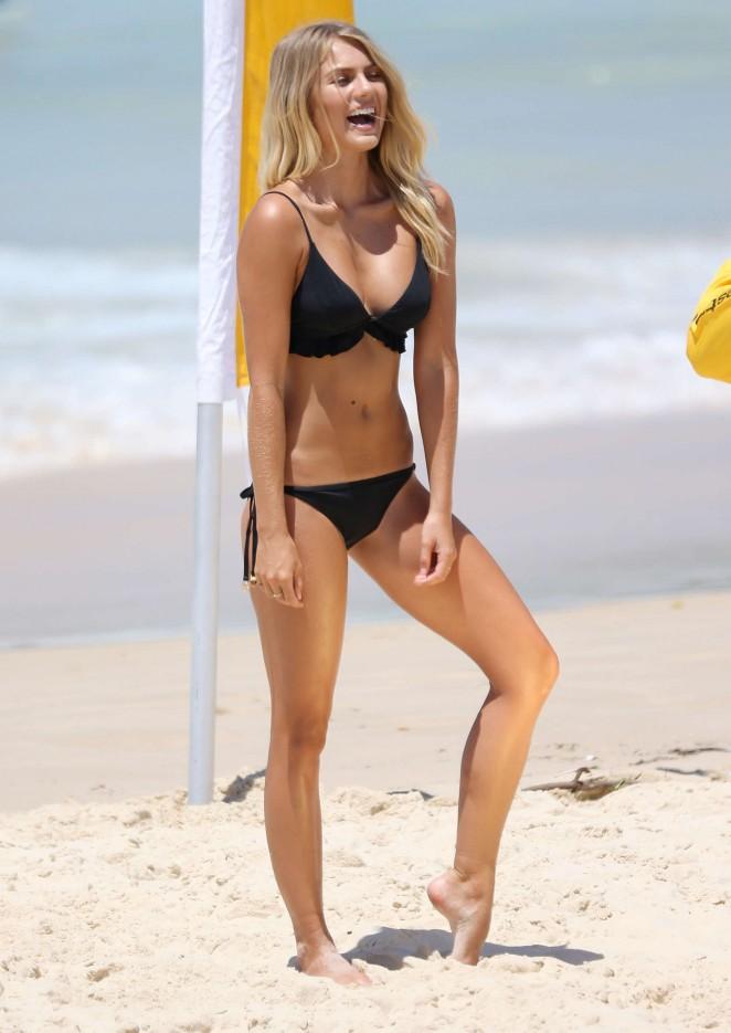 Elyse Knowles in Bikini -17