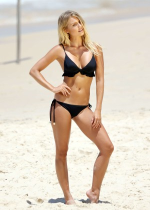 Elyse Knowles Hot Bikini Photoshoot at Bondi Beach
