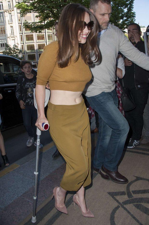 Emilia Clarke: Arriving at her hotel in Paris-05