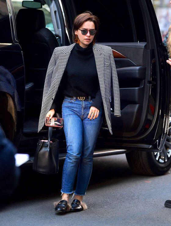 Emilia Clarke in Jeans -01