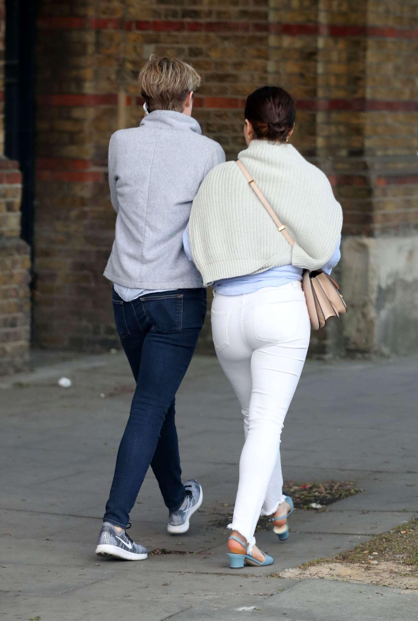 Emilia clarke butt