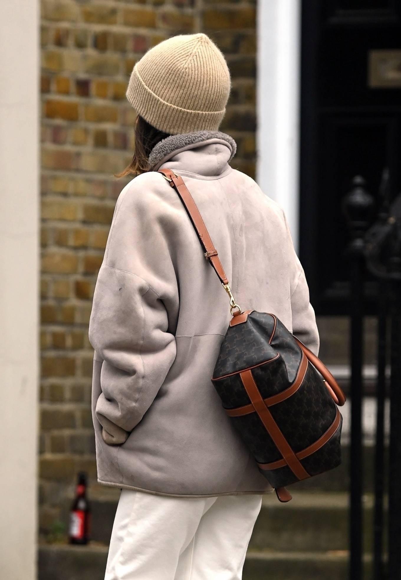 Emilia Clarke 2021 : Emilia Clarke – running an errand in East London-02