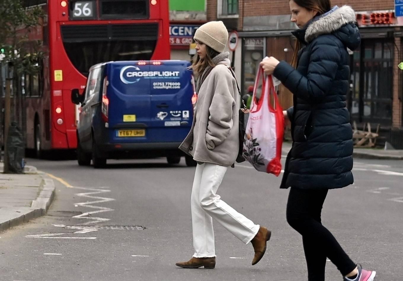 Emilia Clarke 2021 : Emilia Clarke – running an errand in East London-03