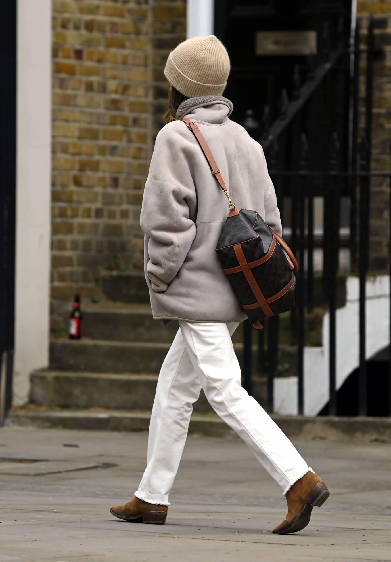 Emilia Clarke 2021 : Emilia Clarke – running an errand in East London-04