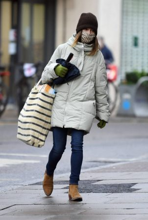 Emilia Clarke - Shopping candids in London
