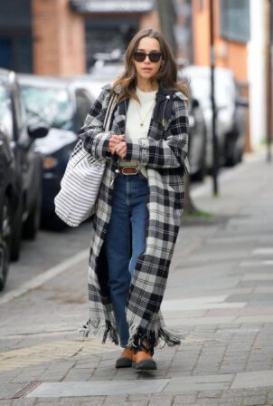 Emilia Clarke - Shopping candids in sunny London