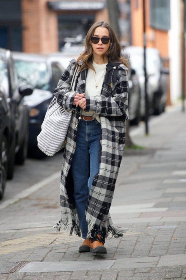 Emilia Clarke - Shopping candids in sunny London