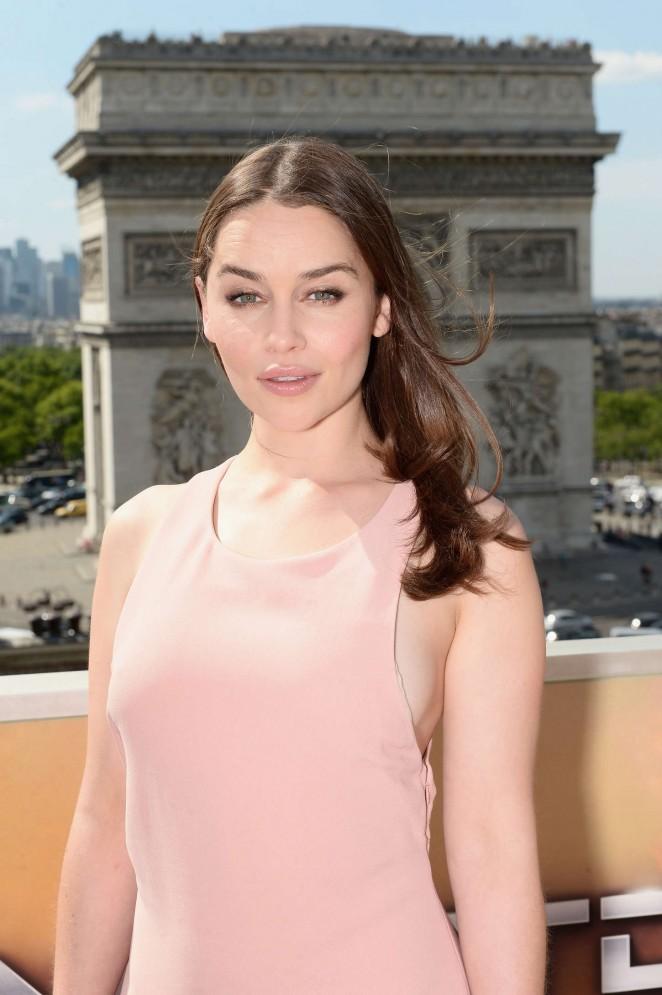 Emilia Clarke – 'Terminator Genisys' Photocall in Paris