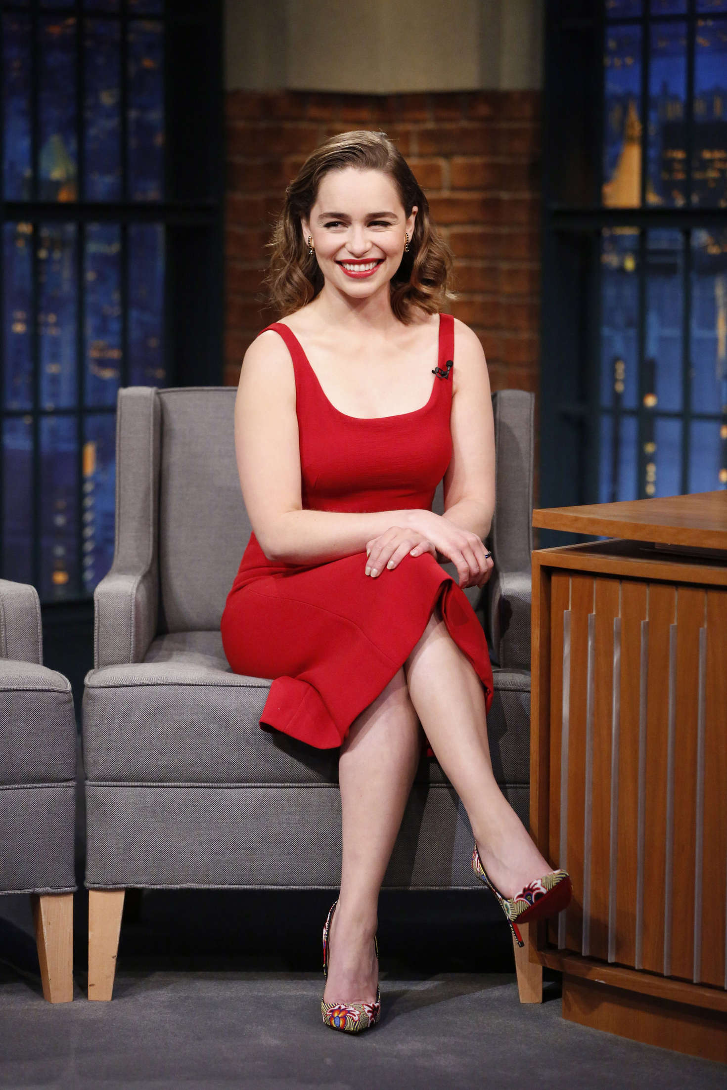 emilia clarke visits late night with seth meyers in