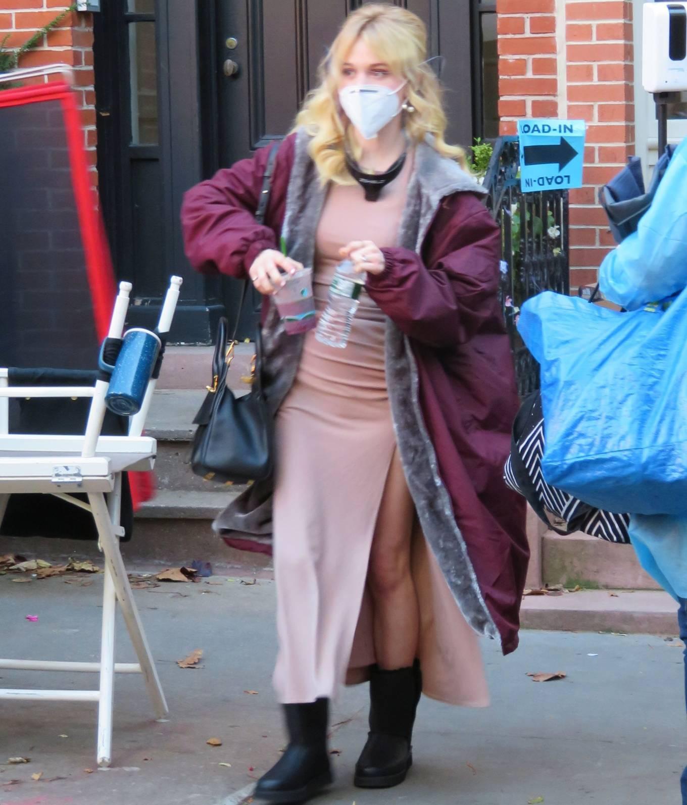 Emily Alyn Lind and Gossip Girl reboot cast members break for lunch in Manhattan