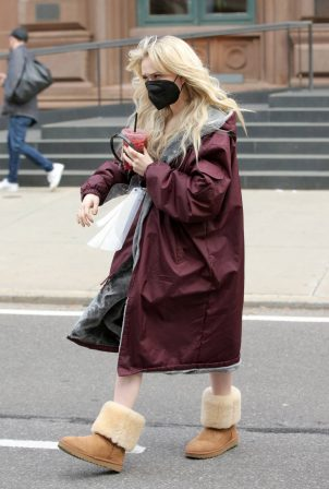 Emily Alyn Lind - On the set of 'Gossip Girl' in New York