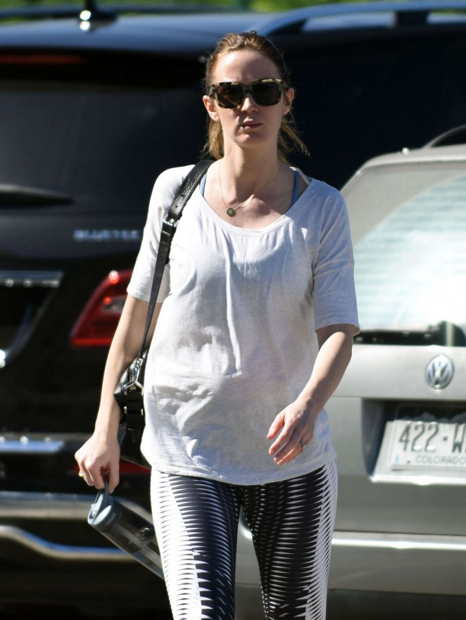 Emily Blunt heads to the gym in Los Angeles