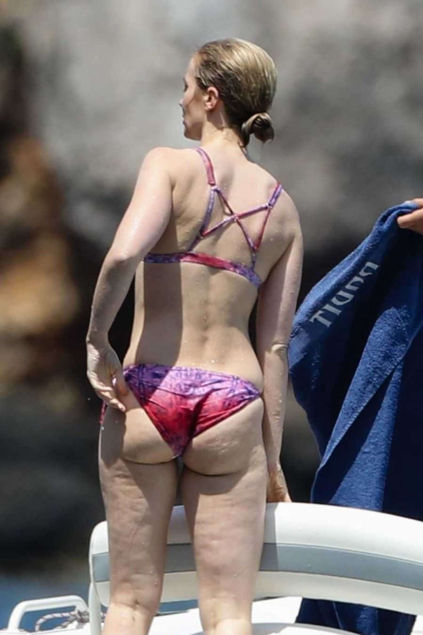 Emily Blunt In Bikini 2017 04 Gotceleb