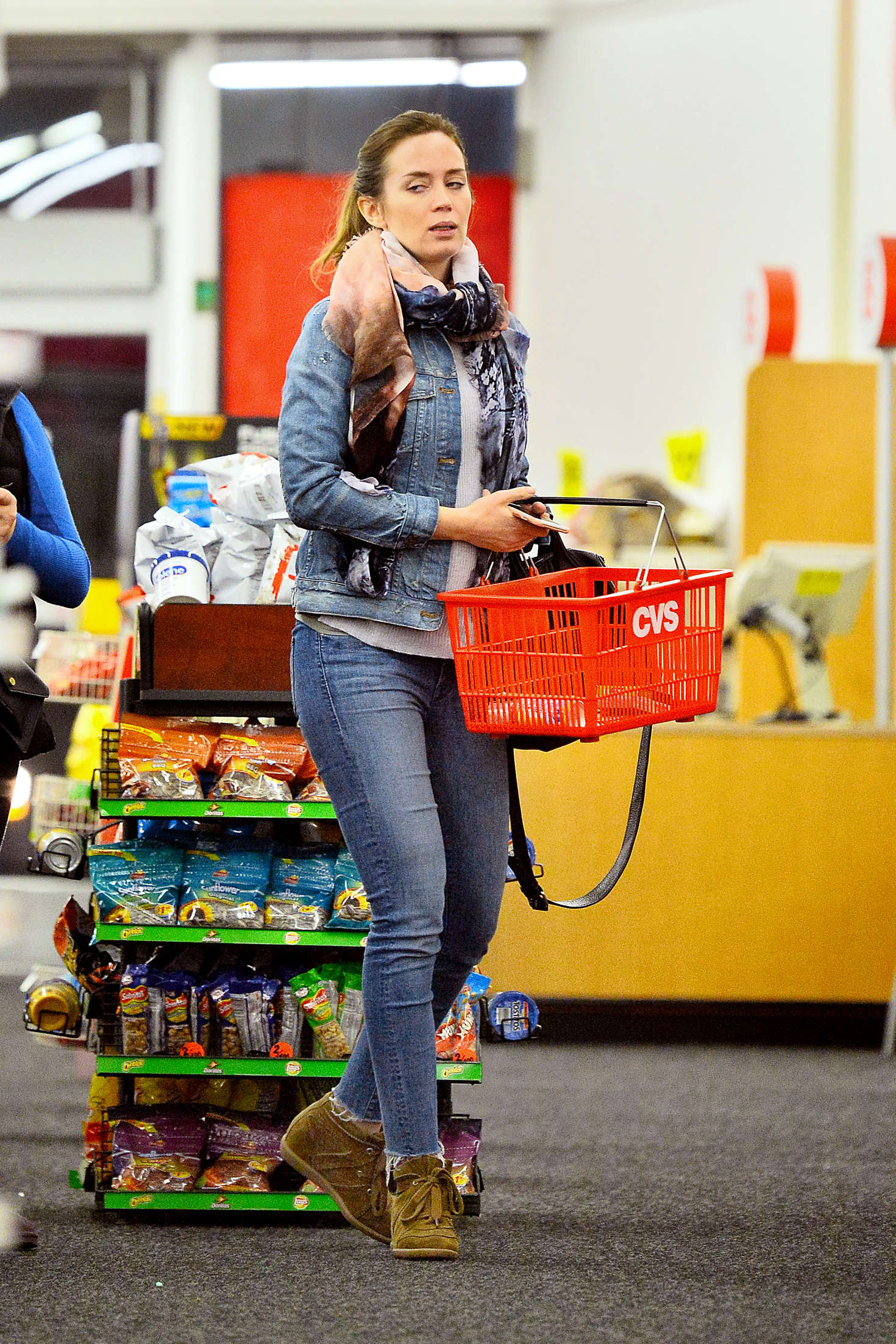Emily Blunt in Jeans at CVS Pharmacy in Los Angeles