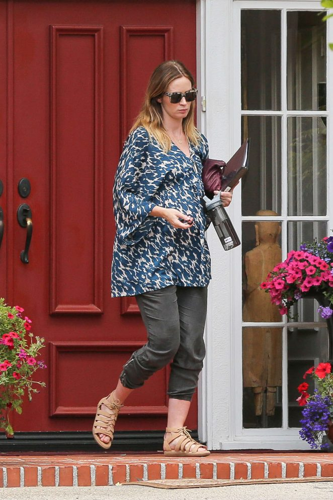 Emily Blunt: Leaves a ...