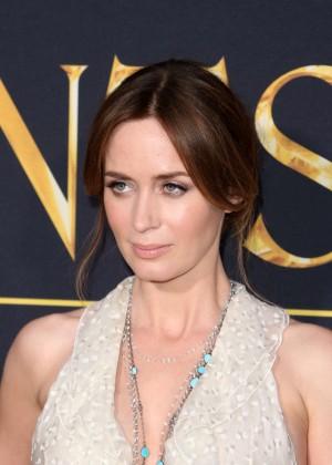 Emily Blunt – 'The Huntsman: Winter's War' Premiere in ...  Emily Blunt