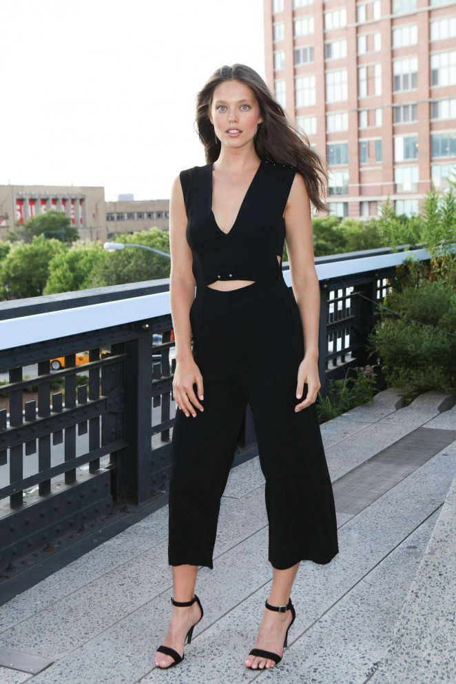 Emily DiDonato: People Stylewatch Party 2015 -03