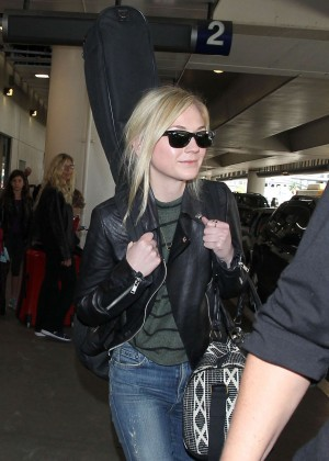 emily kinney at lax airport in la � gotceleb