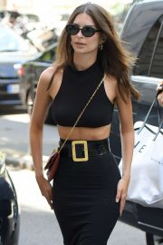 Emily Ratajkowski - Arrives at Royal Monceau hotel in Paris
