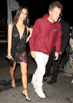 Emily Ratajkowski - Arrives to 'Up and down' in New York City