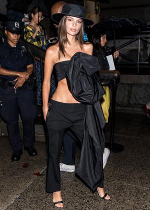 Emily Ratajkowski - Arriving at Marc Jacobs Fashion Show in NYC