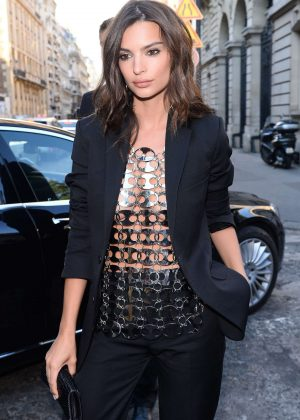 Emily Ratajkowski - Arriving at Vogue Dinner Party in Paris