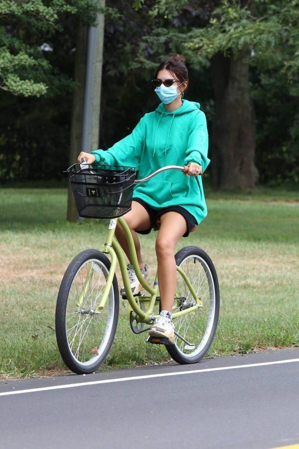 Emily Ratajkowski - Bike ride in the Hamptons - New York
