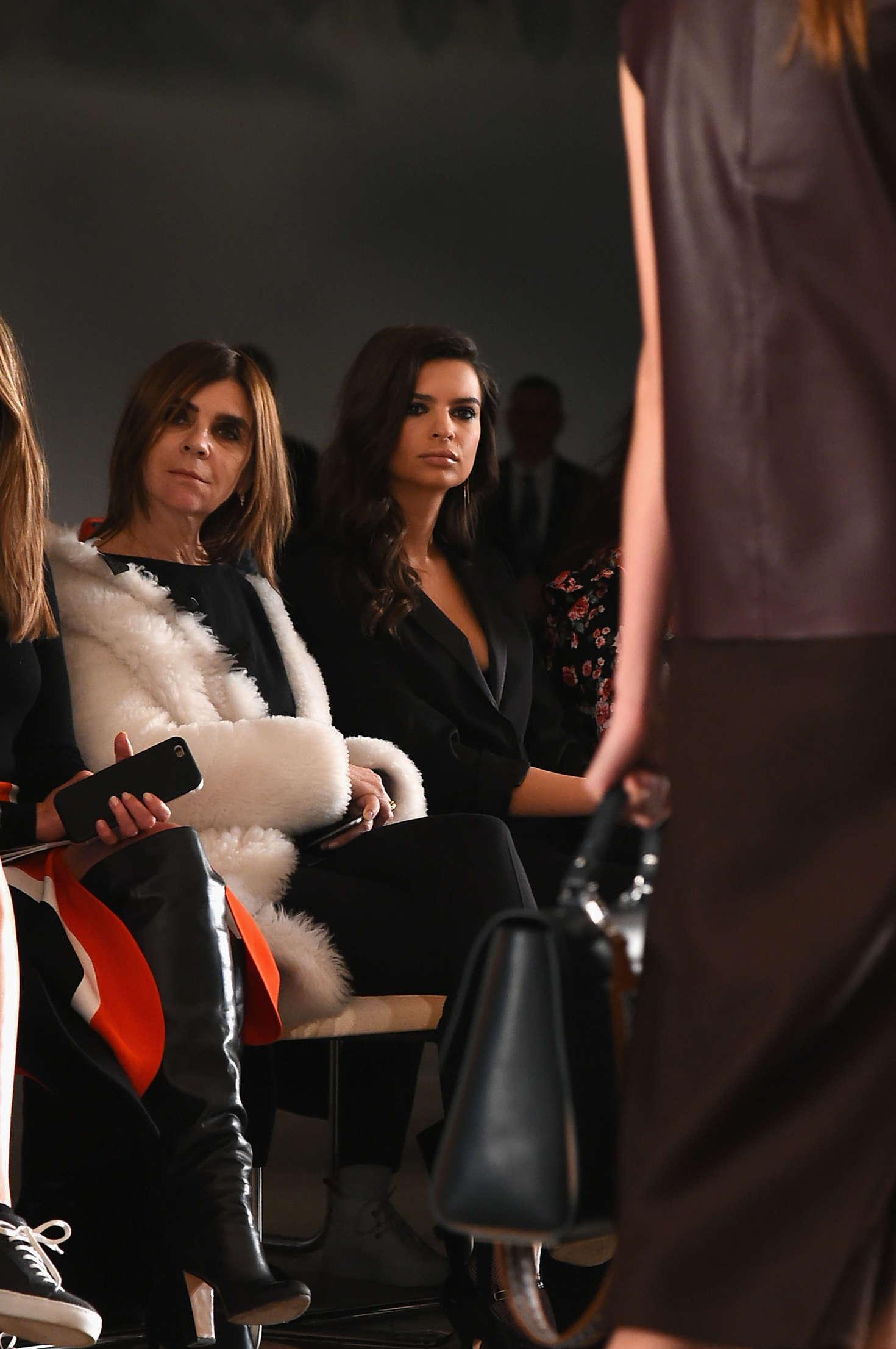 Emily Ratajkowski 2016 : Emily Ratajkowski: Boss Womenswear 2016 Fashion Show -06