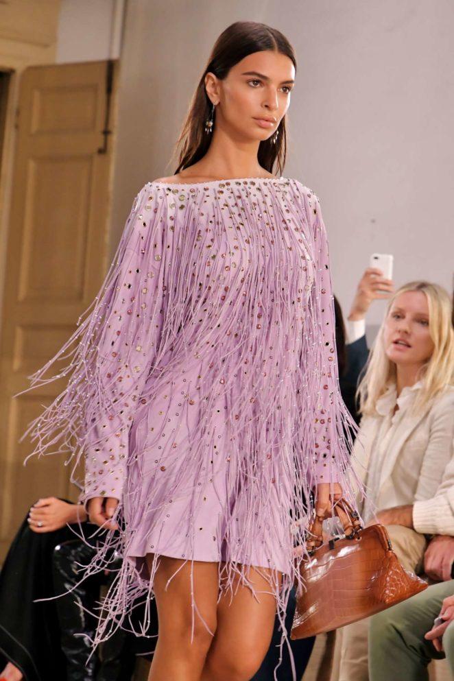 Emily Ratajkowski - Bottega Veneta show Runway - Spring Summer 2018, Milan Fashion Week