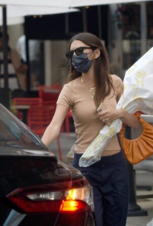 Emily Ratajkowski - carries a bouquet of flowers in New York City