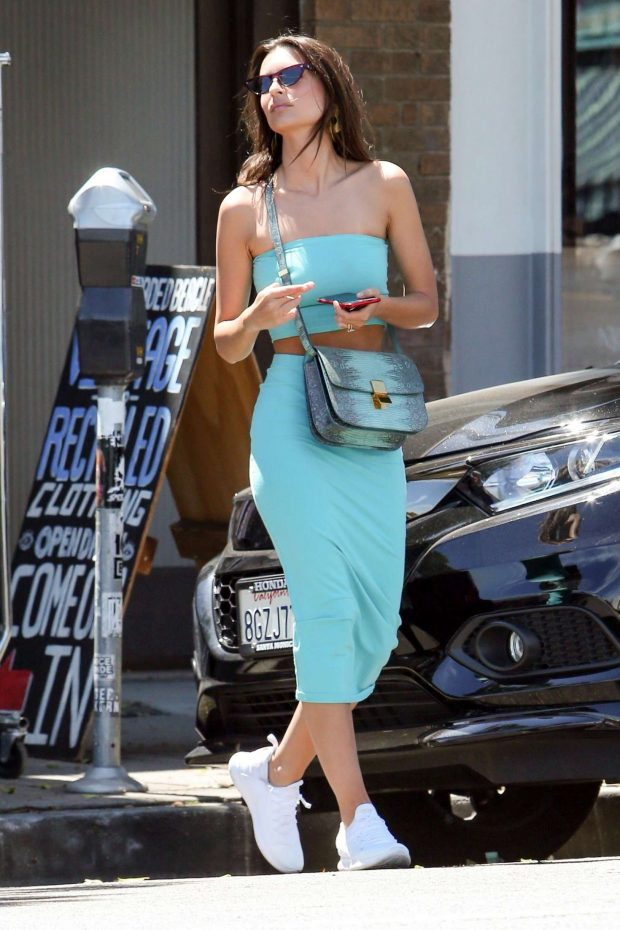 Emily Ratajkowski: Has a lunch date with her parents in Los Feliz -03