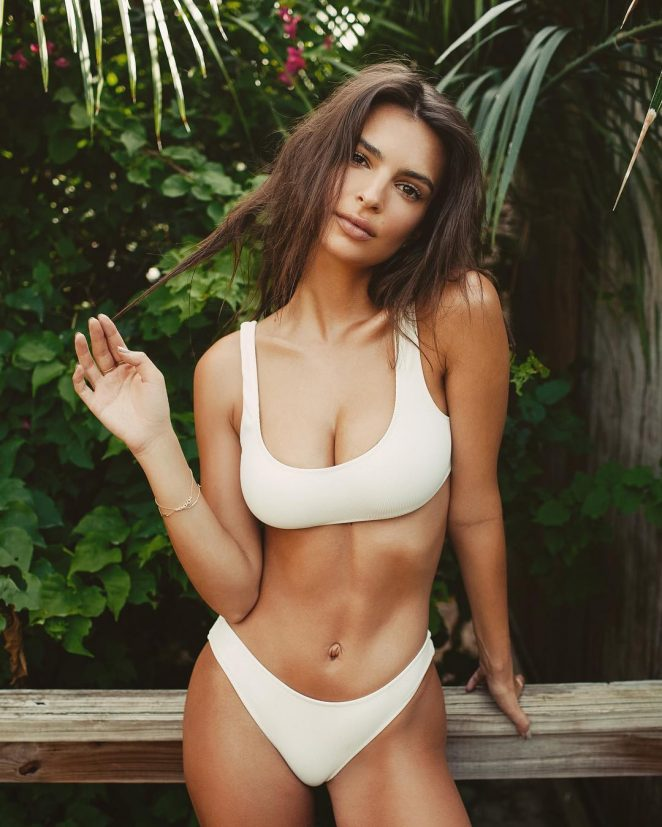 Emily Ratajkowski Hot Instagram Photos
