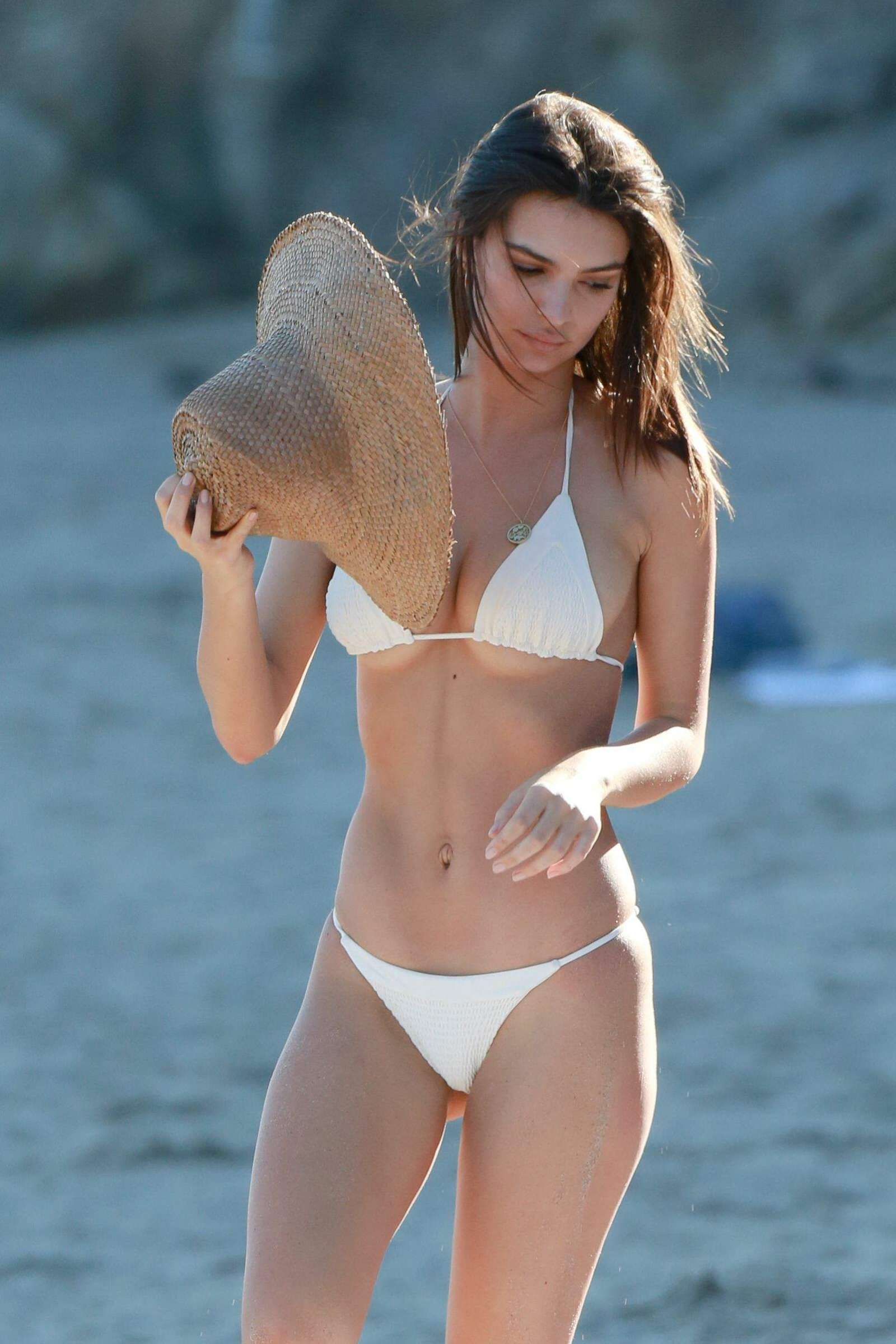 Emily-Ratajkowski-in-Bikini-2017--10.jpg