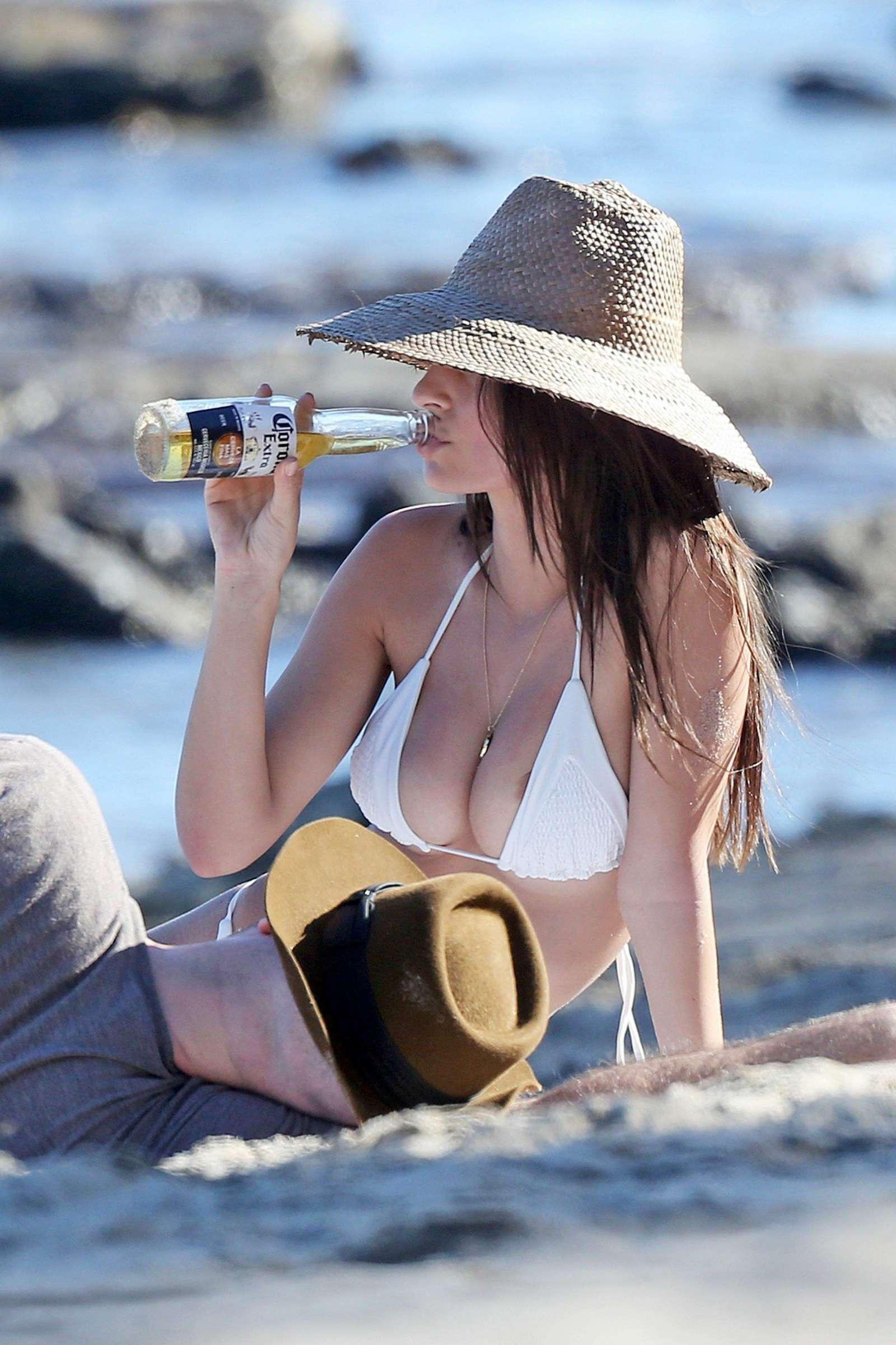 Emily-Ratajkowski-in-Bikini-2017--48.jpg