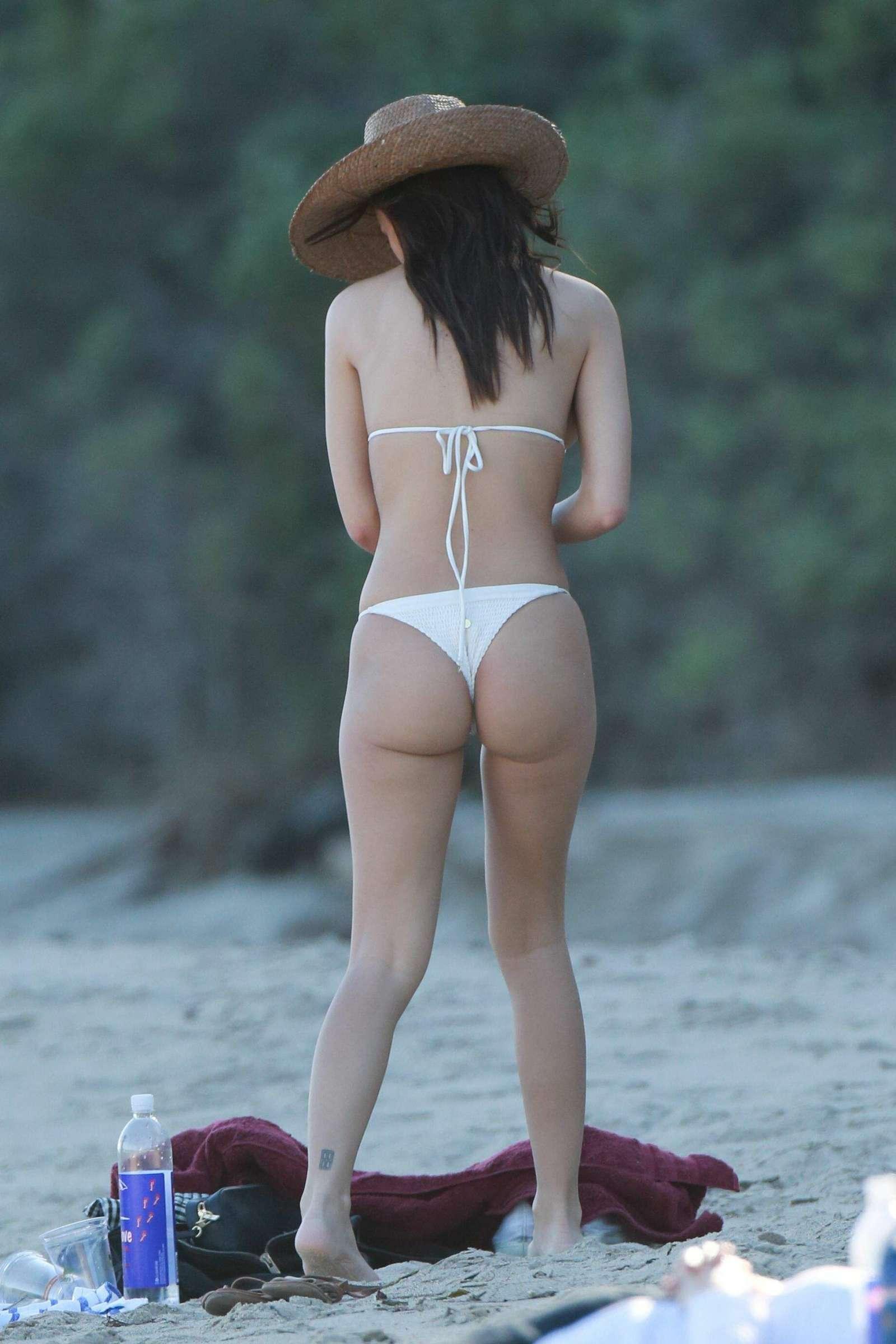 Emily-Ratajkowski-in-Bikini-2017--50.jpg