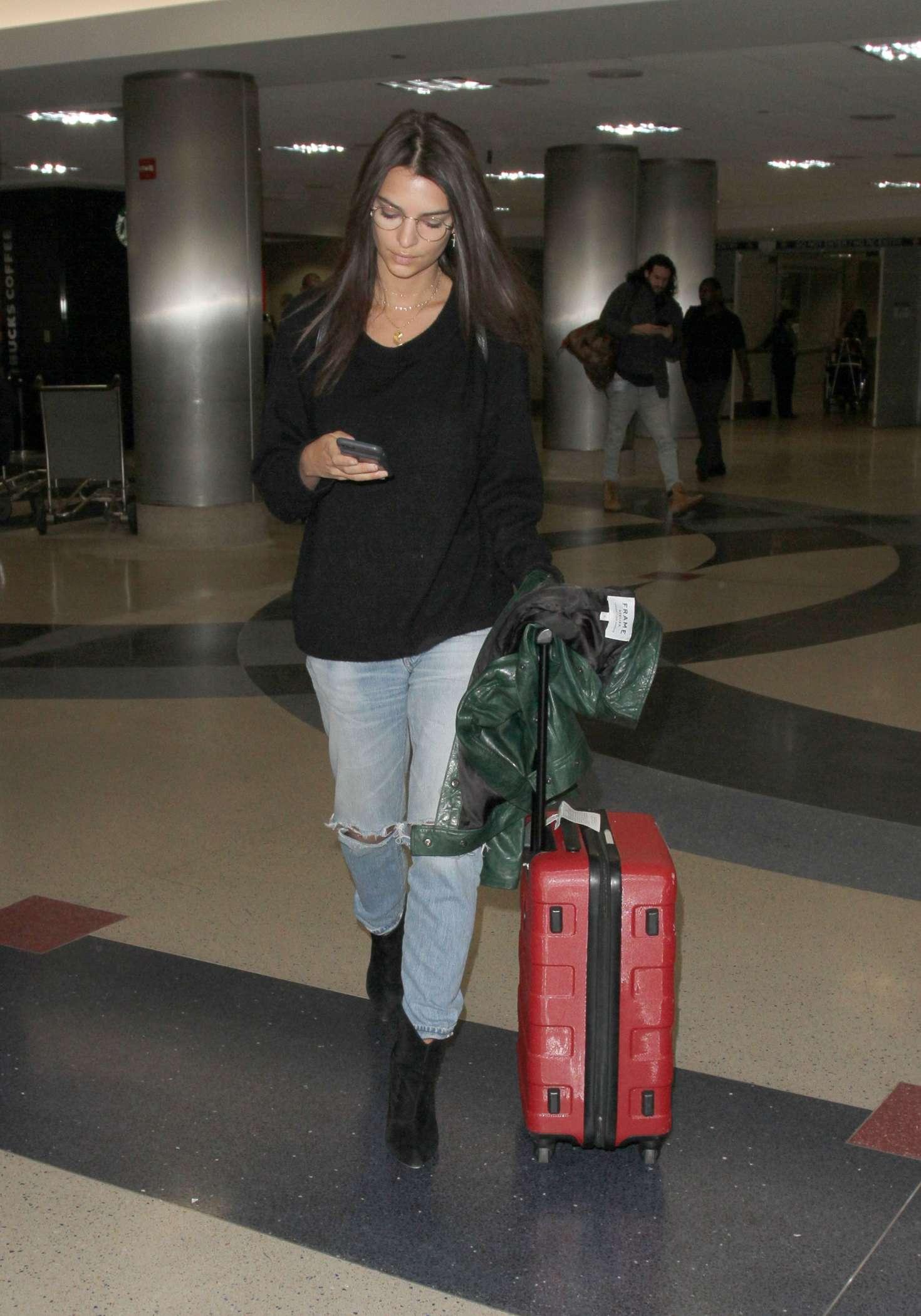 Emily Ratajkowski 2016 : Emily Ratajkowski in Ripped Jeans at LAX Airport -14