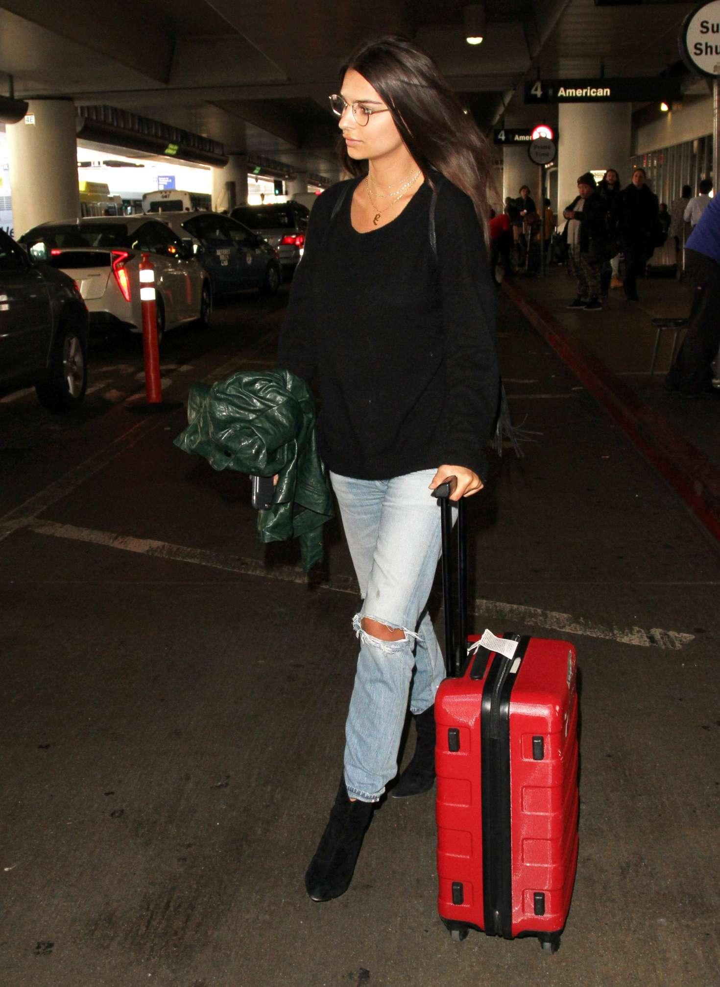 Emily Ratajkowski 2016 : Emily Ratajkowski in Ripped Jeans at LAX Airport -18
