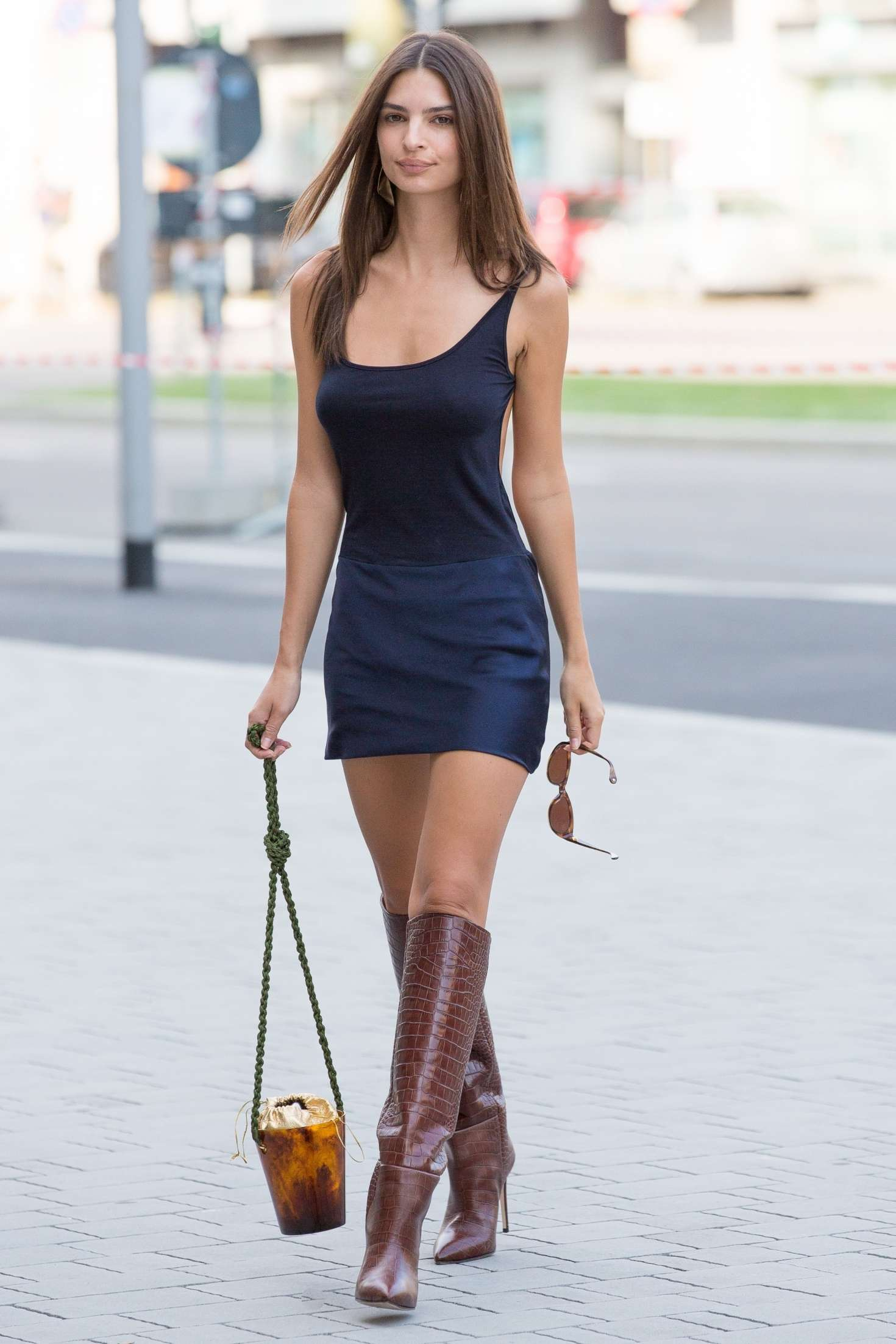 Emily Ratajkowski in Short Dress – Arriving at the Versace Show in Milan