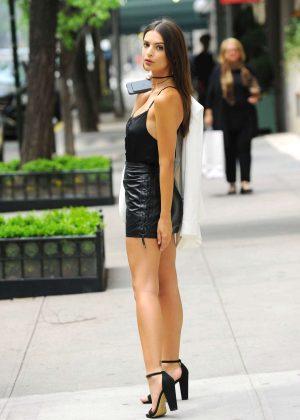 Emily Ratajkowski in Short Leather Skirt -02