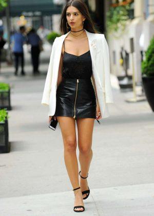 Emily Ratajkowski in Short Leather Skirt -04