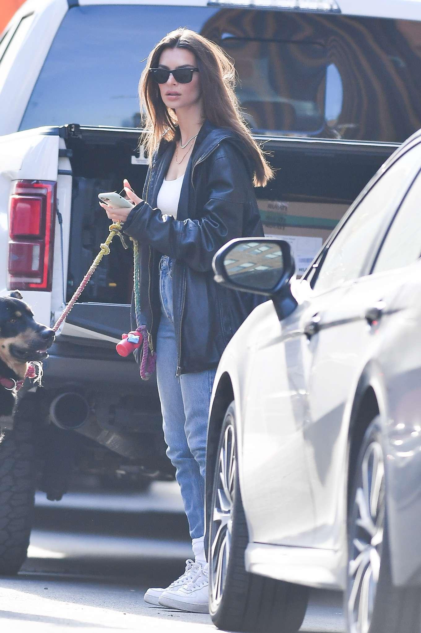 Emily Ratajkowski 2020 : Emily Ratajkowski ith her dog Colombo in New York-17