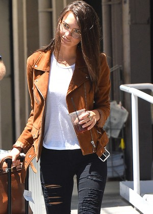 Emily Ratajkowski in Ripped Jeans Leaves a Stduio in LA