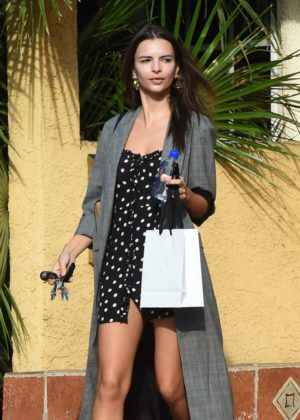 Emily Ratajkowski - Leaving a friend's house in LA