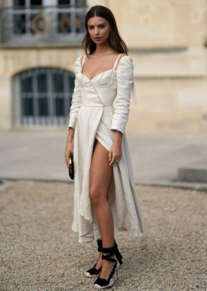 Emily Ratajkowski - Looking Hot - Attends the Christian Dior show in Paris